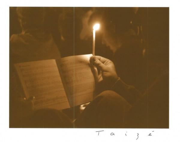Liederheft beim Gebet
