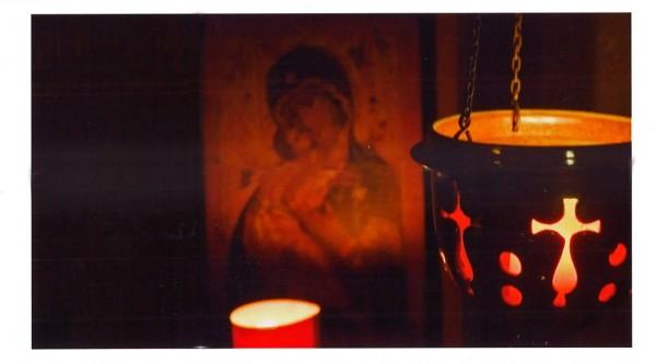 Gebet vor Marienikone