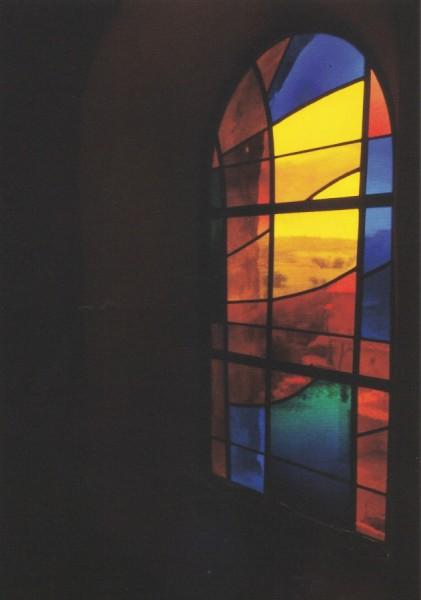 Kirchenfenster der romanischen Kirche