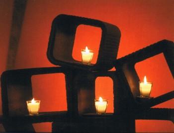 Kerzen am Stein